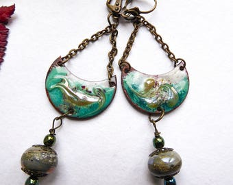 Moon enamelled earrings with glass bead spun with blowtorch Freshwater croissants
