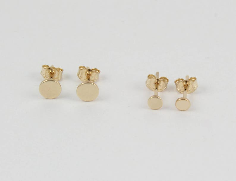 Dainty gold studs Gold round studs Small gold earrings 1 pair of gold studs Tiny gold studs Gold stud earrings Gold circle studs