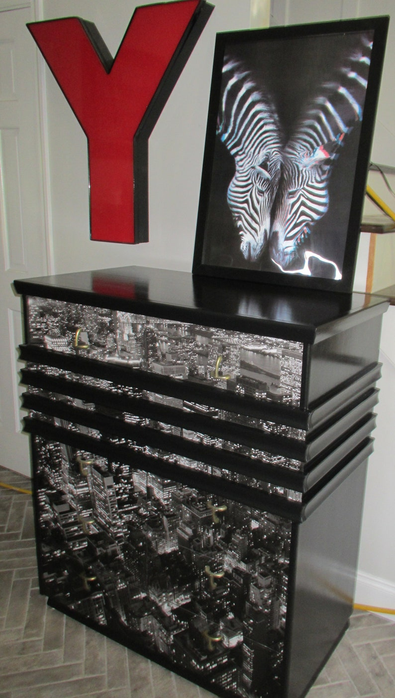 Vintage MCM Mid Century Modern American of Martinsville City Loft View 5-Drawer Chest of Drawers Dresser Atomic Black and White Monochrome