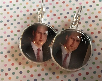 Prince William glass cabochon earrings - 16mm