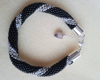 Handmade beaded bracelet with crotche. Bead bracelet.