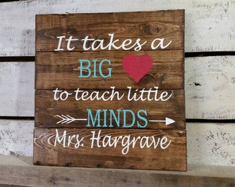 It takes a big heart to teach little minds sign-Teacher Gift-Teacher Appreciation-Teacher Sign-Wooden Pallet Sign