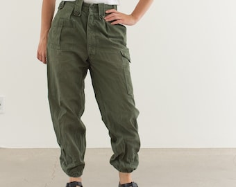 Vintage 26 Waist Olive Green Fatigues | Cargo Trousers | Pleated Army Pants | AP144