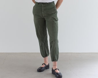 Vintage 26 Waist Olive Green Fatigues | Cargo Trousers | Pleated Army Pants | AP166