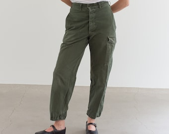 Vintage 27 Waist Olive Green Fatigues | Cargo Trousers | Pleated Army Pants | AP159