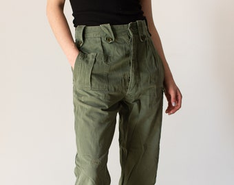 Vintage 28 Waist Olive Green Fatigues | Cargo Trousers | Army Pants | AP120