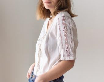 Vintage White Linen Shirt | Lattice Crochet Panel | Tie Front | Romantic Folk Blouse | M | BP123