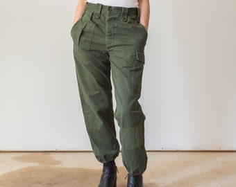 Vintage 28 Waist Olive Green Fatigues | Cargo Trousers | Army Pants | AP112