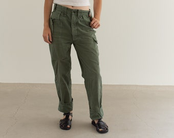 Vintage 26 Waist Olive Green Fatigues | Cargo Trousers | Pleated Army Pants | AP157
