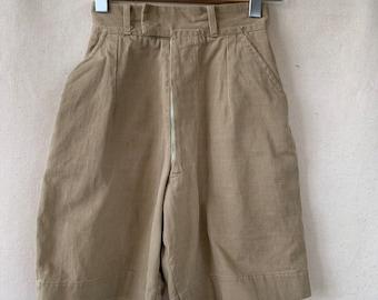 Hanger Sale FINAL Sale | Vintage 23 waist khaki shorts