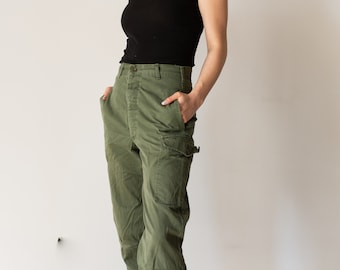 Vintage 26 Waist Olive Green Fatigues   Cargo Trousers   Army Pants   AP126