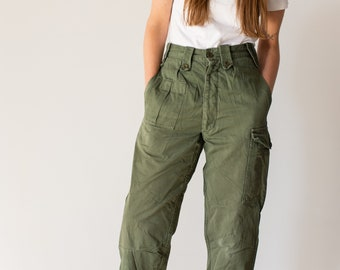 Vintage 27 Waist Olive Green Fatigues | Cargo Trousers | Army Pants | AP119