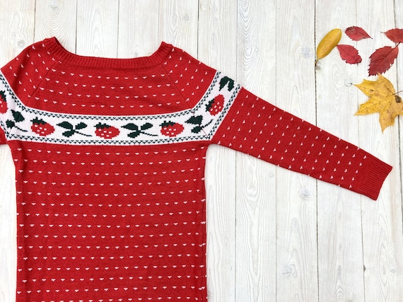 "Vintage ""strawberry"" sweater - Red hand knitted pu"