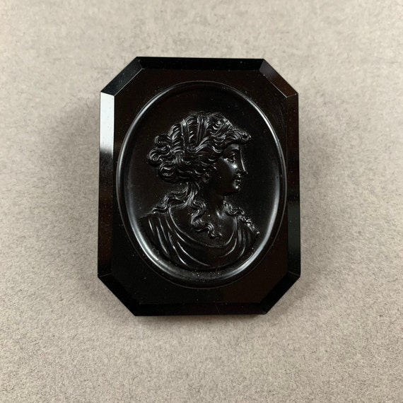 Antique  MOURNING BROOCH Black Enamel Memento Mori Victorian Curios with Real Braided Hair