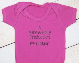 Baby Announcement Bodysuit - Pregnancy Announcement - Pregnancy Reveal - Parent Production - We're Having a Baby - Baby Time