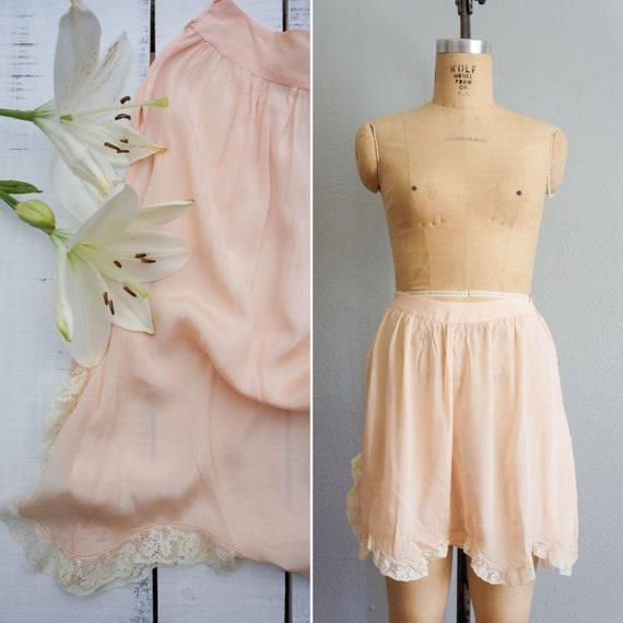 1920s Bisou silk step-in blush pink tap shorts | v
