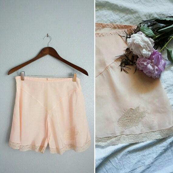 1940s Mon Doux Amour pink tap shorts | vinage 40s