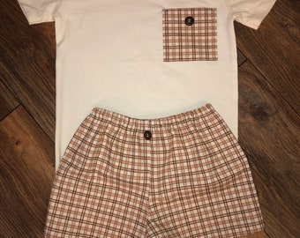 Vintage Plaid Fabric Shorts set for boys 3T-4T, brown , taupe and ivory Plaid. Matching fabric pocket on T shirt , super cute Fall outfit!!!