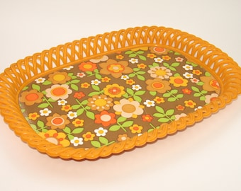 Vintage 70s plastic tray with a beautiful flower decor !