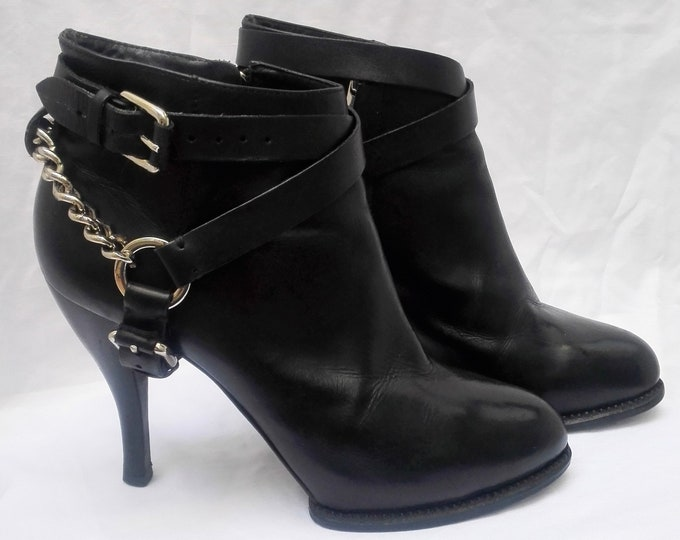 McQ ALEXANDER MCQUEEN pre-owned chain-trimmed black leather ankle boots