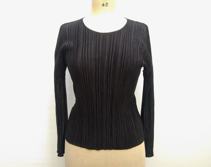 PLEATS PLEASE by Issey Miyake pre-owned black pleated long sleeve top