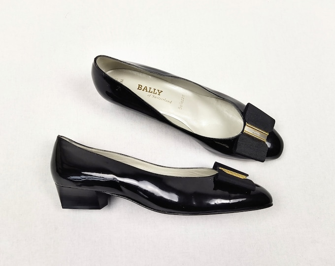 BALLY unworn vintage 80s black patent leather block heel pumps / court shoes