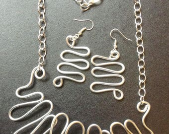 Unusual Lagenlook Chunky Twisted Silver Wire Necklace and Matching Earrings.