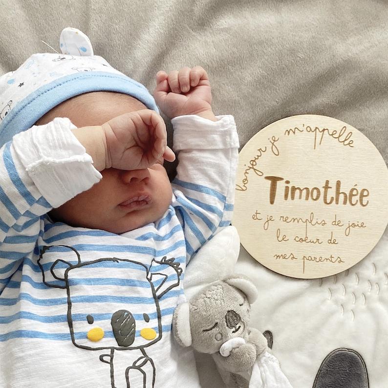 Plaque en bois bois gravée Annonce de naissance personnalisée | Créatrice : Lachouettemauve | Un article du blog : keepcoolnewmom.com