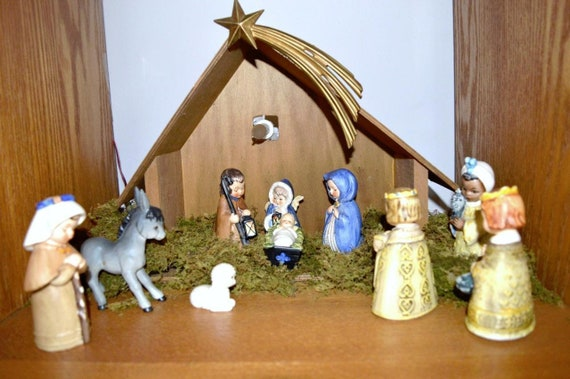 Add it to your favorites to revisit it later.  Favorite image 0 image 1 image 2 image 3 image 4 image 5 image 6 image 7 image 8 🔎zoom Vintage 10PC Goebel Hummel nativity set with wooden stable, light, star