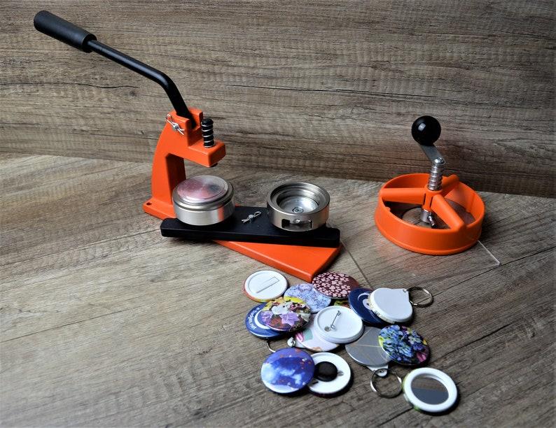 Micro Buttonmaschine mit 100 Zubeh/örteilen /& Kreissschneider austauschbarer Stempel in Gr/ö/ße 58mm Enterprise Products