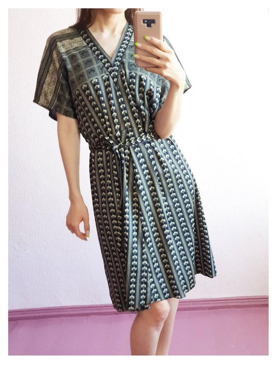 Vintage v-neck short sleeve midi dress 90s 80s 70s