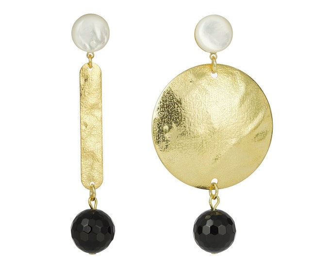 Asymmetrical drop earrings with mother of pearl and black onyx stones