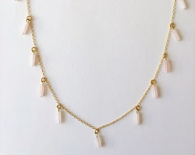 Pink quartz gemstones and gold necklace collar