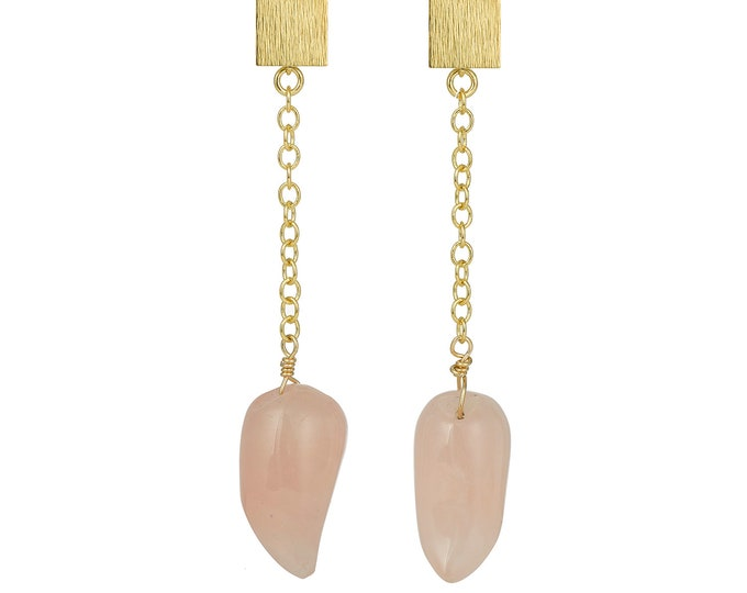 Golden drop earrings and pink quartz stones