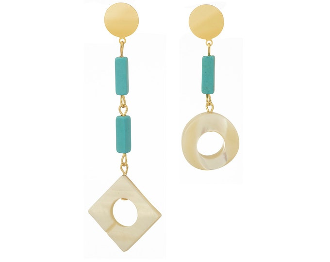 Asymmetrical Faustine earrings with mother of pearl and howlite stones