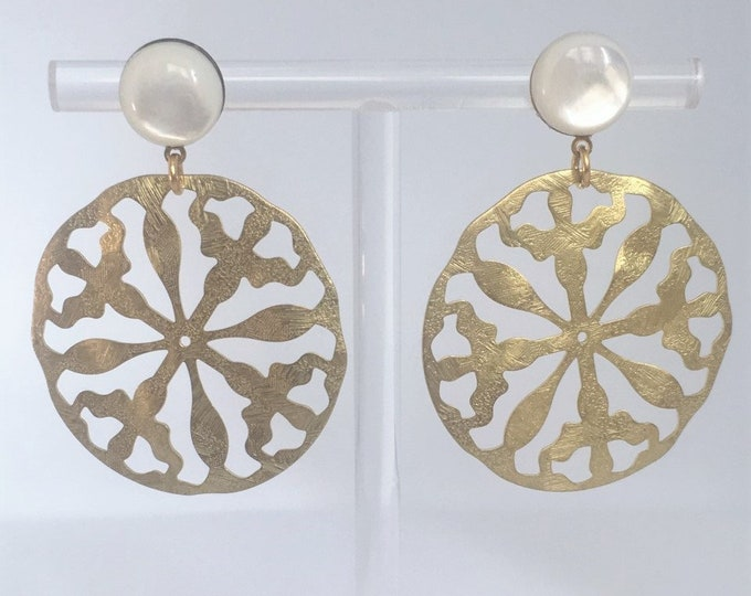 Golden Disc drop earrings with mother of pearl stones