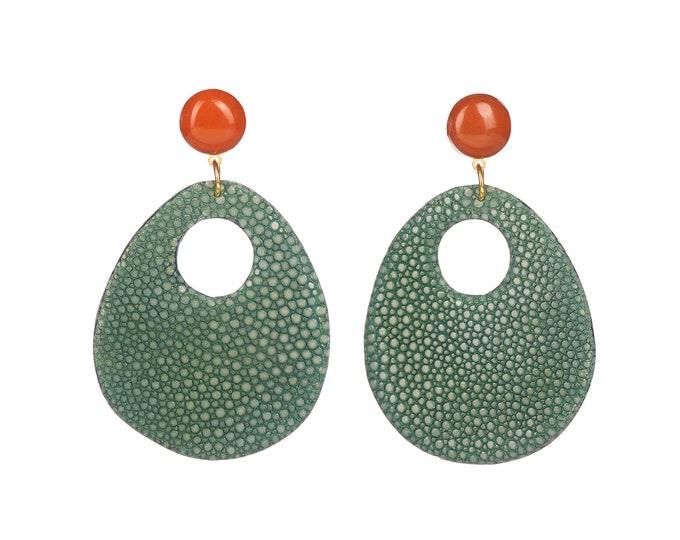 Gao green stingray earrings and jasper stone