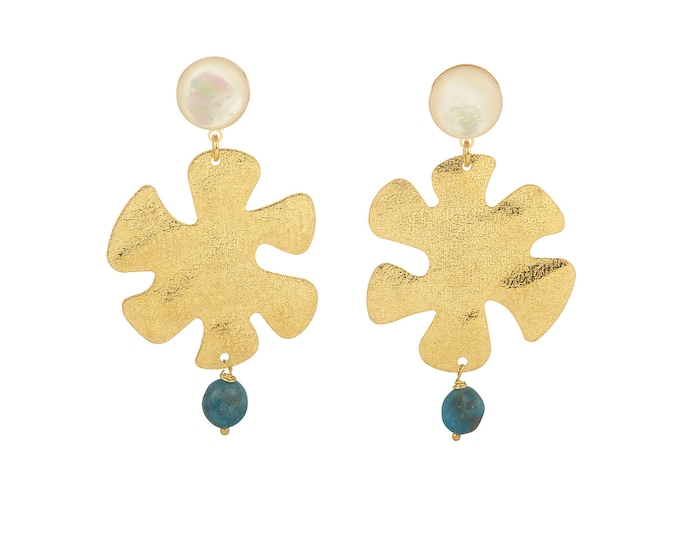 Golden Capucine earrings wih mother of pearl and apatite stones
