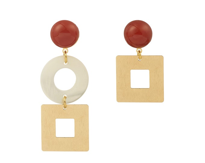 Arielle asymmetrical earrings, mother of pearl and carnelian stone