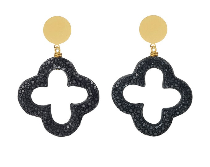 Black stingray clover earrings