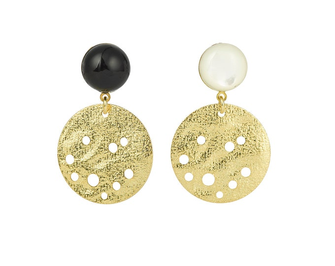 Golden drops, asymmetrical drop earrings in brass with black agate and mother of pearl natural stones