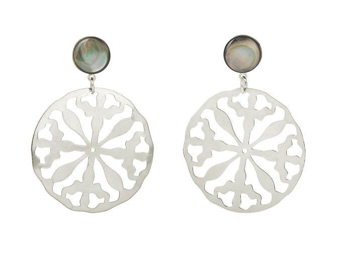 Romy silver earrings and grey mother of pearl stone