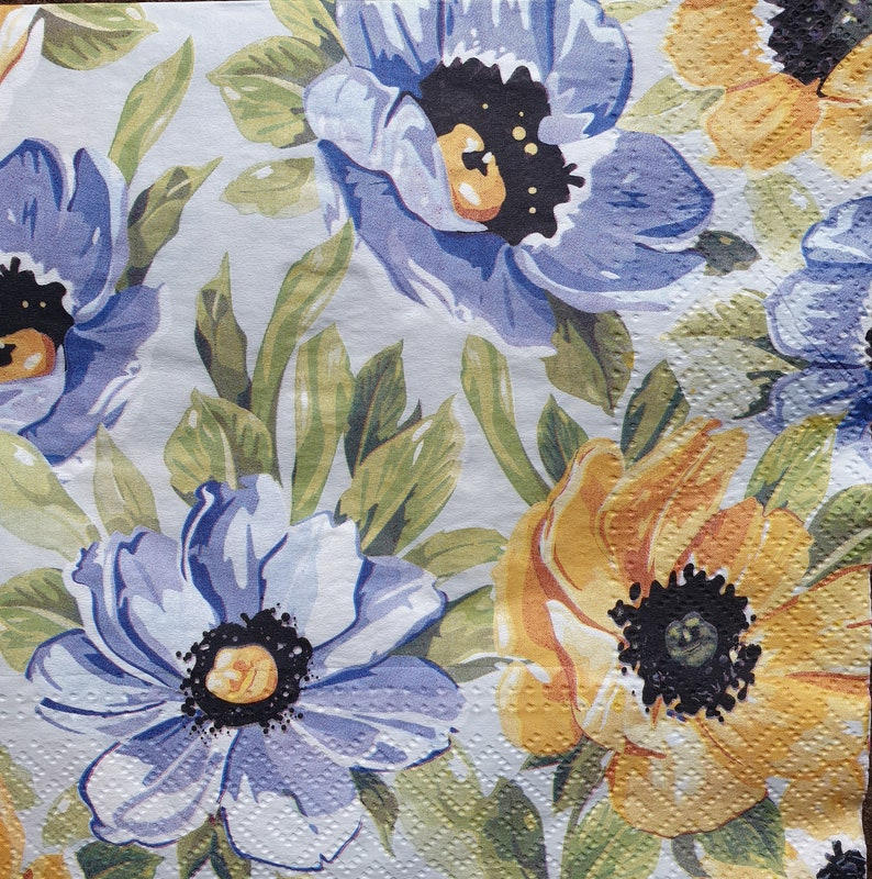 Flowers in pastel Napkins SALE Blue /& Yellow Flowers Napkins Decoupage New Decopatch 4 Decoupage Napkins Serviettes Napkins Collection