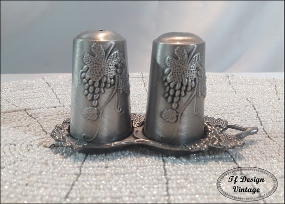 Salt and Pepper shakers, Salt and Pepper set, Salt and Pepper shakers vintage, Pewter shakers vintage, Salt and Pepper original shakers