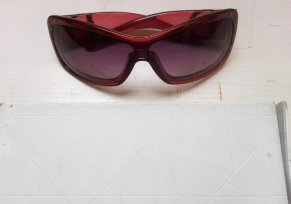 Vintage bordeaux sunglasses Dior with original bo… - image 4