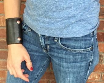 Wrist Wallet Leather Wrist Wallet Women, Travel Gift for Women Wallet Women, Leather Cuff Wallet Handmade, Dark Brown w/ Brown Stitching