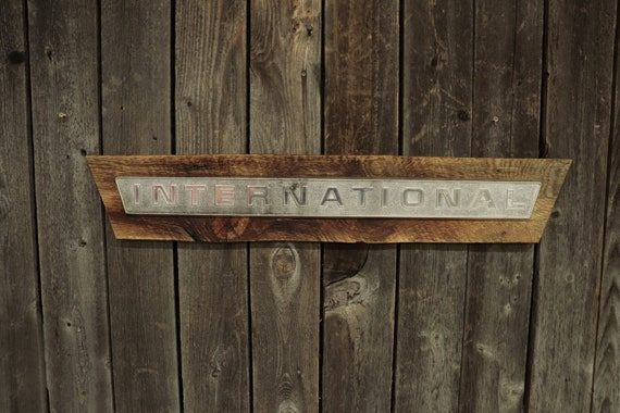 International Harvester / Farmall Barn Board Sign, Great for decorating your home, man cave, shop, bar or restaurant.