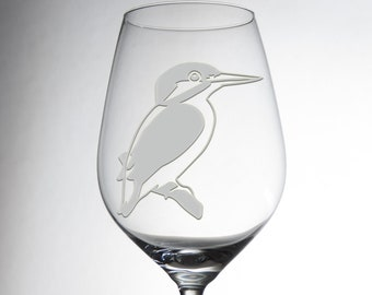 Etched custom wine glass with a beautiful kingfisher, everybody will love! Explore now!