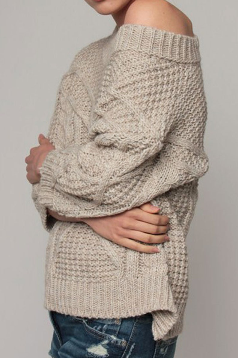 Thick woolen sweater with a beautiful weave in beige.