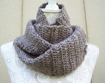 Chunky Neck Warmer / Brown Crochet Infinity Scarf / Circle Scarf / Brown Scarf / Brown Cowl / Crochet Cowl / Brown Circle Scarf